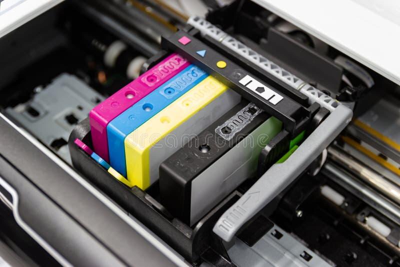κασέτα Inkjet εκτυπωτών χρώματος του εκτυπωτή στοκ φωτογραφία με δικαίωμα ελεύθερης χρήσης