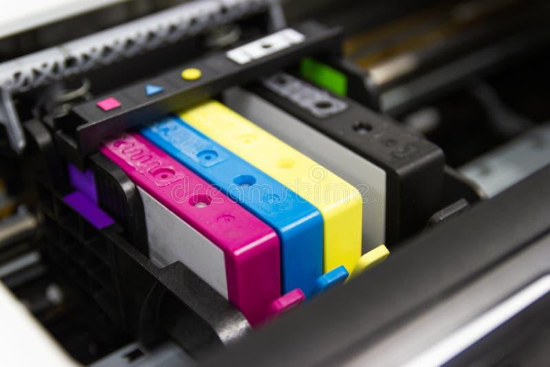 κασέτα Inkjet εκτυπωτών χρώματος του εκτυπωτή στοκ εικόνα με δικαίωμα ελεύθερης χρήσης