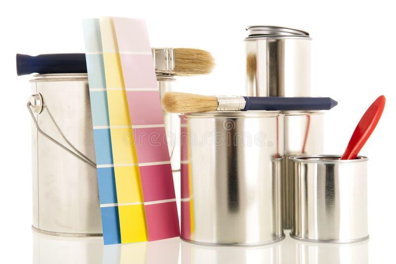 Κασσίτεροι και βούρτσες χρωμάτων στοκ φωτογραφία