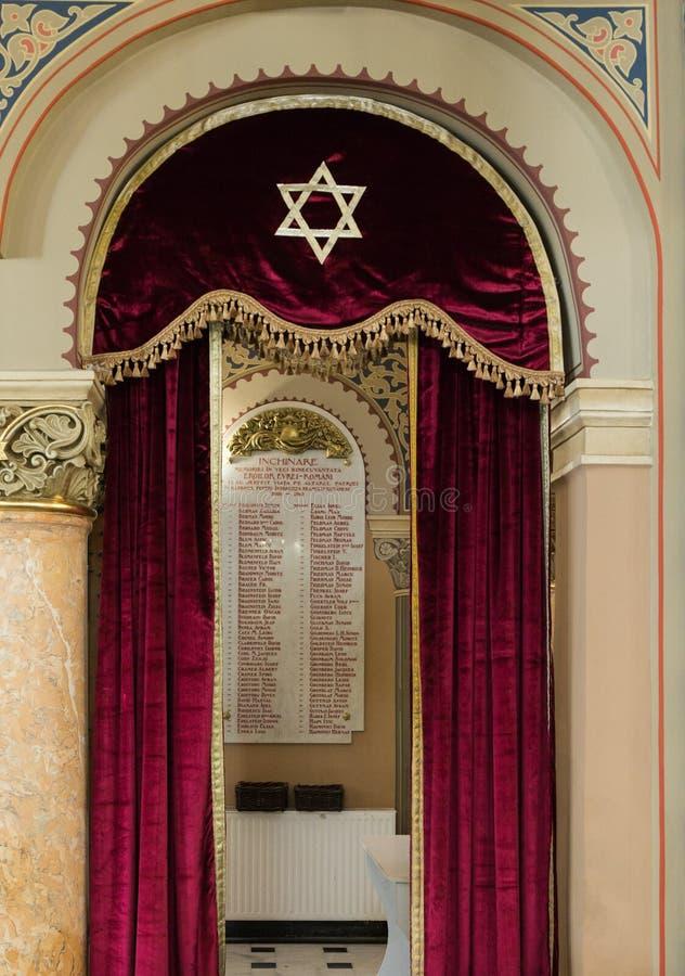 Κατάλογος στρατιωτών - Εβραίοι από το Βουκουρέστι, το οποίο πέθανε στον πρώτο παγκόσμιο πόλεμο, κρεμώντας στον τοίχο στο κοράλλι  στοκ φωτογραφία με δικαίωμα ελεύθερης χρήσης