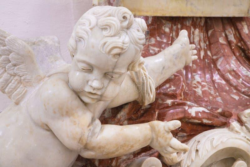 ΚΑΤΆΝΙΑ, ΙΤΑΛΊΑ - 7 ΑΠΡΙΛΊΟΥ 2018: Οι άγγελοι και το μπαρόκ μάρμαρο στην Chiesa di San Nicolo στοκ φωτογραφίες με δικαίωμα ελεύθερης χρήσης