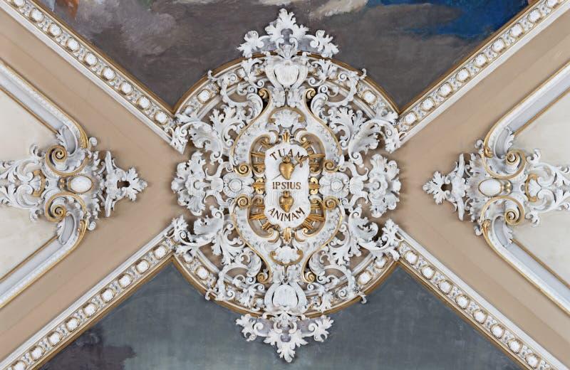 ΚΑΤΆΝΙΑ, ΙΤΑΛΊΑ - 6 ΑΠΡΙΛΊΟΥ 2018: Οι λεπτομέρειες του μπαρόκ στούντιο στο ταβάνι της εκκλησίας Basilica Maria Santissima dell`El στοκ φωτογραφίες