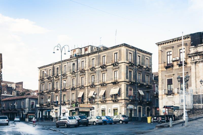 Κατάνια, Σικελία †«στις 15 Αυγούστου 2018: όμορφη εικονική παράσταση πόλης της Ιταλίας, ιστορική οδός, πρόσοψη των παλαιών κτηρ στοκ φωτογραφία