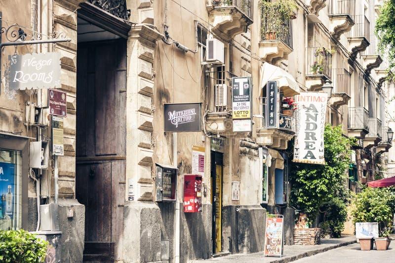 Κατάνια, Σικελία †«στις 4 Αυγούστου 2018: όμορφη εικονική παράσταση πόλης της Ιταλίας, ιστορική οδός της Κατάνια, Σικελία, πρόσ στοκ φωτογραφία με δικαίωμα ελεύθερης χρήσης