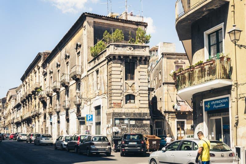 Κατάνια, Σικελία †«στις 16 Αυγούστου 2018: όμορφη εικονική παράσταση πόλης της Ιταλίας, ιστορική οδός, πρόσοψη των παλαιών κτηρ στοκ εικόνες με δικαίωμα ελεύθερης χρήσης