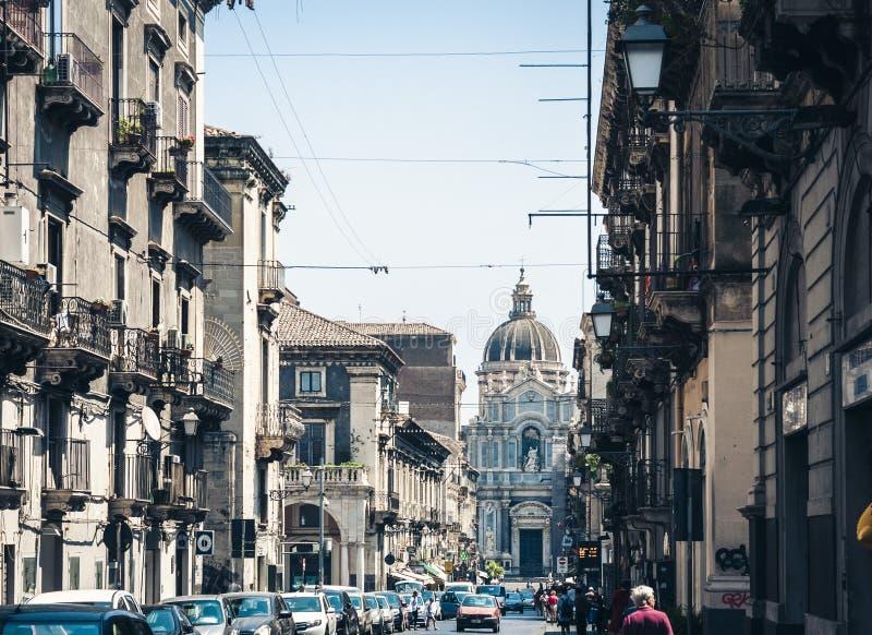 Κατάνια, Σικελία †«στις 4 Αυγούστου 2018: όμορφη εικονική παράσταση πόλης της Ιταλίας, ιστορική οδός της Κατάνια, Σικελία, πρόσ στοκ φωτογραφία
