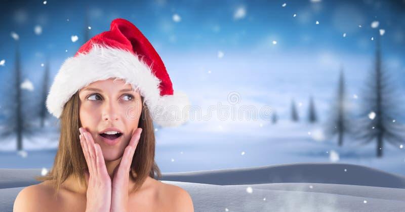 Κατάπληκτο θηλυκό Santa στο χειμερινό τοπίο Χριστουγέννων στοκ εικόνα με δικαίωμα ελεύθερης χρήσης