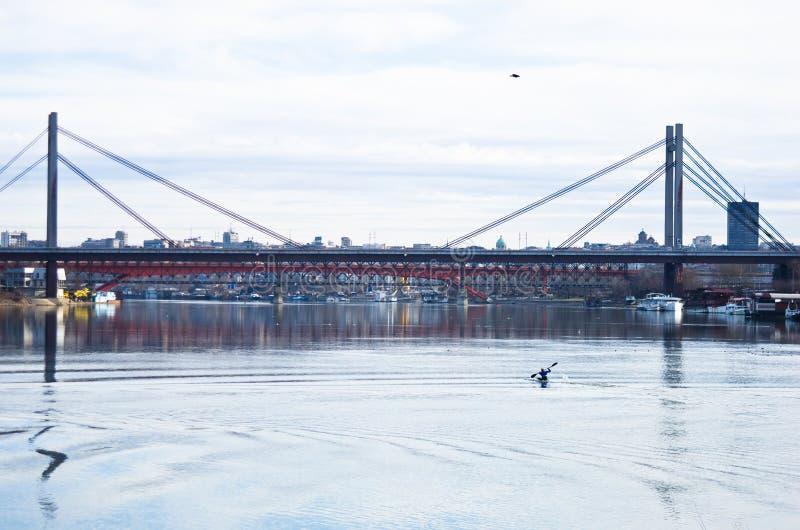 Κατάρτιση καγιάκ στον ποταμό Sava κατά τη διάρκεια του χειμώνα στοκ εικόνα με δικαίωμα ελεύθερης χρήσης