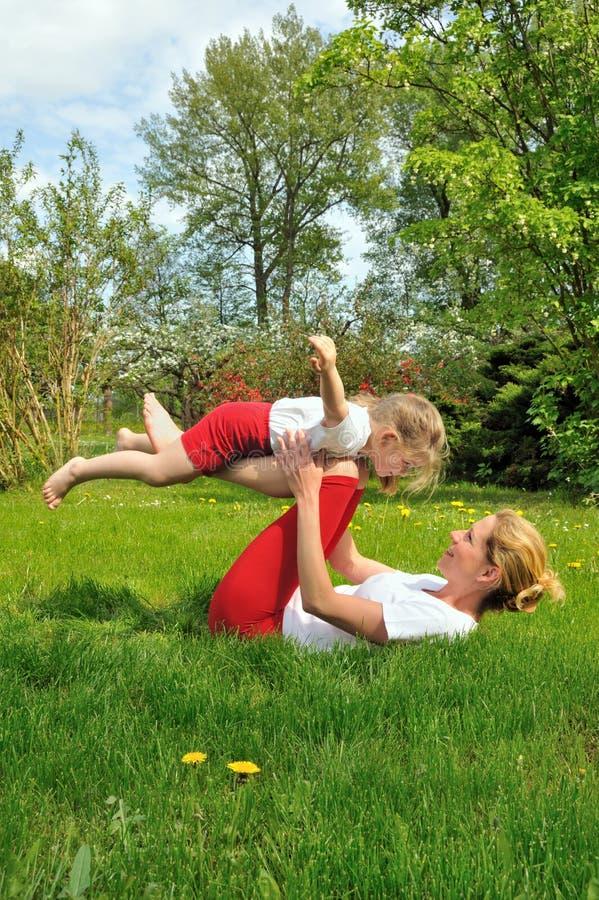κατάρτιση μητέρων κορών στοκ φωτογραφία με δικαίωμα ελεύθερης χρήσης