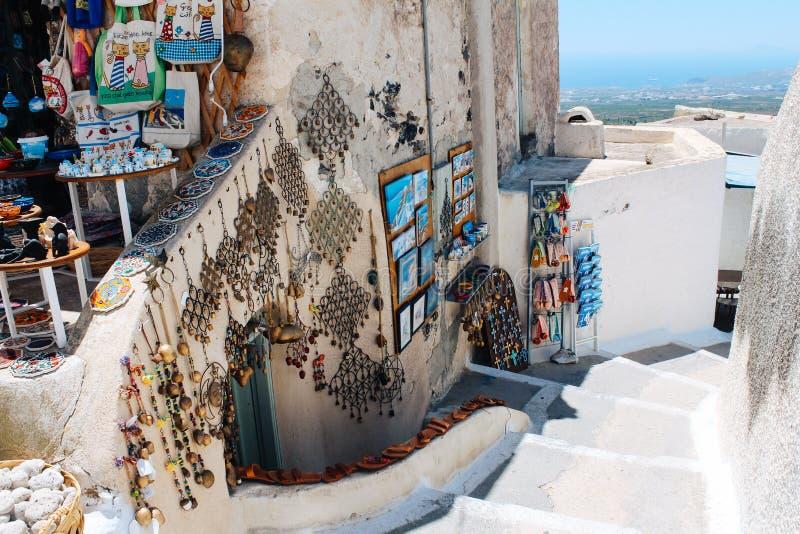 Κατάστημα αναμνηστικών στο Πύργο στο νησί Santorini, Ελλάδα στοκ εικόνες