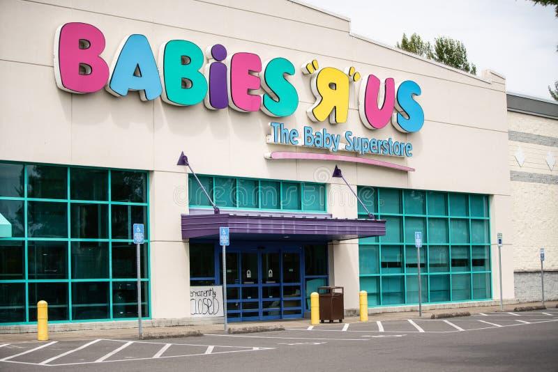 Κατάστημα μωρών Ρ ΗΠΑ με ένα μόνιμα κλειστό σημάδι στοκ εικόνες