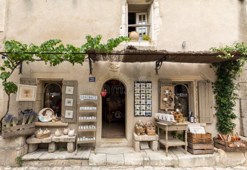 Κατάστημα τουριστών σε Les Baux de Προβηγκία, Προβηγκία, Γαλλία στοκ εικόνες