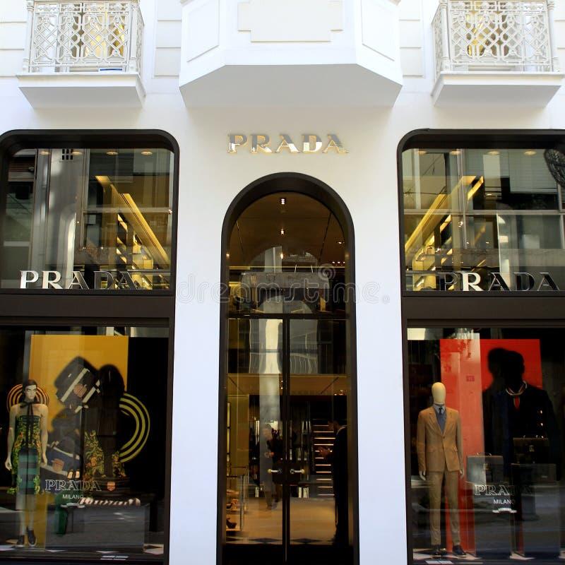 κατάστημα prada πολυτέλειας στοκ εικόνες