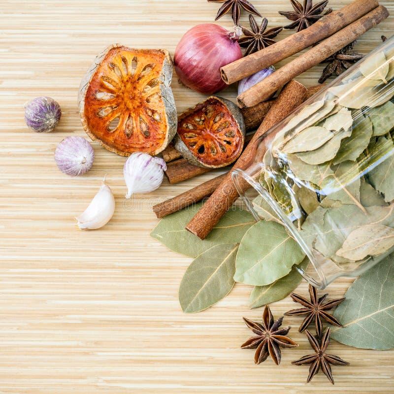Κατάταξη του ταϊλανδικού γούστου καρυκευμάτων συστατικών μαγειρέματος τροφίμων στοκ εικόνα
