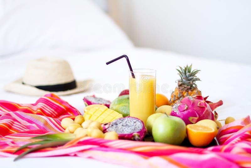 Κατάταξη των εξωτικών φρούτων στα λευκά στοκ φωτογραφία με δικαίωμα ελεύθερης χρήσης
