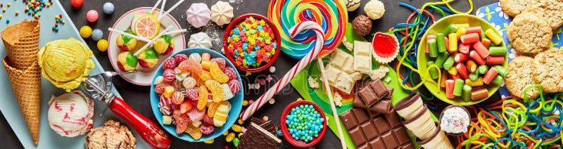 Κατάταξη των ζωηρόχρωμων, εορταστικών γλυκών και της καραμέλας στοκ εικόνες με δικαίωμα ελεύθερης χρήσης