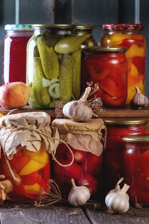 Κατάταξη των συντηρημένων τροφίμων στοκ εικόνες με δικαίωμα ελεύθερης χρήσης