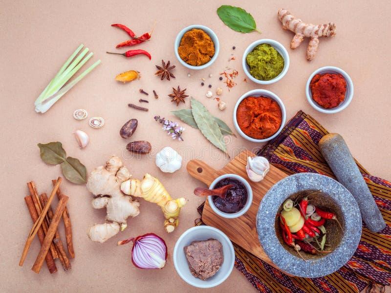 Κατάταξη των ταϊλανδικών μαγειρεύοντας συστατικών τροφίμων και κόλλα ταϊλανδικό po στοκ εικόνες με δικαίωμα ελεύθερης χρήσης