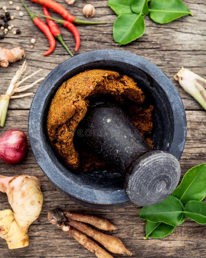Κατάταξη των ταϊλανδικών μαγειρεύοντας συστατικών τροφίμων και κόλλα ταϊλανδικό po στοκ φωτογραφίες
