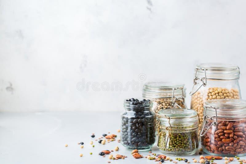 Κατάταξη των vegan πρωτεϊνικών τροφίμων πηγής, όσπρια, φακές, chickpeas, φασόλια στοκ φωτογραφία