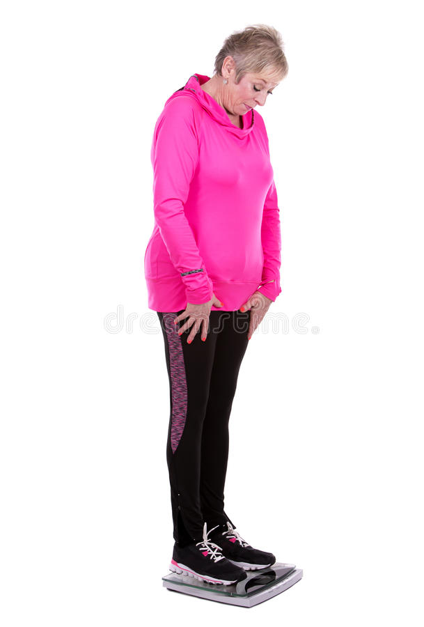 Κατάλληλη γυναίκα που περπατεί στην κλίμακα στοκ εικόνες