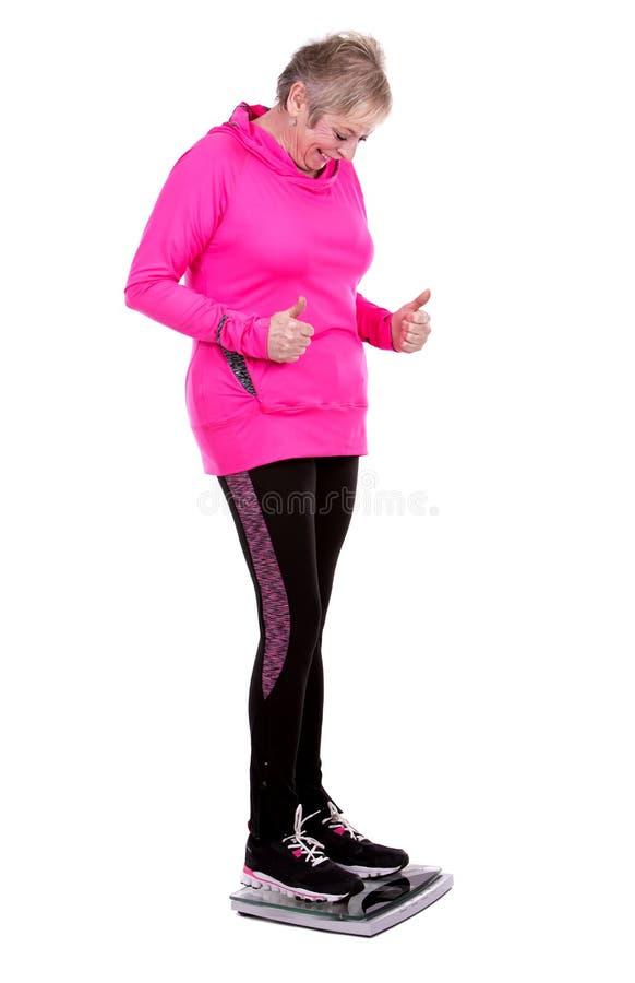 Κατάλληλη γυναίκα που περπατεί στην κλίμακα στοκ φωτογραφία με δικαίωμα ελεύθερης χρήσης