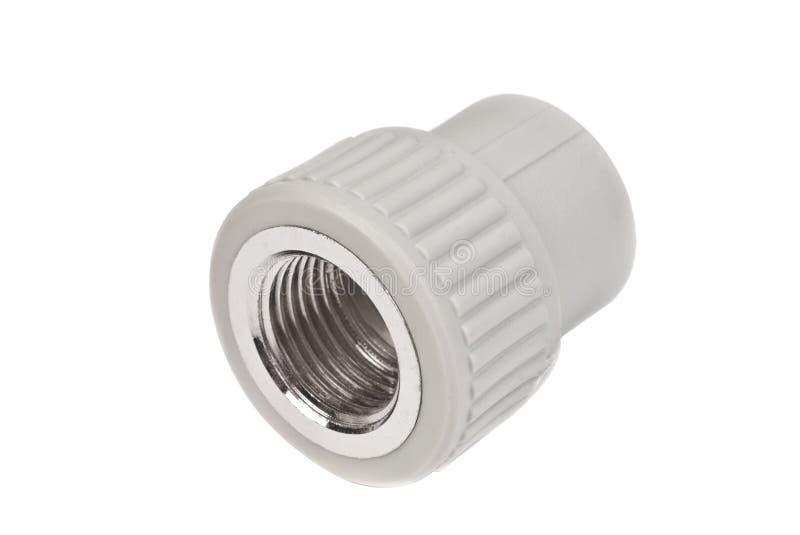 Κατάλληλος - συζευκτήρας σύνδεσης PVC για να συνδέσει τους σωλήνες πολυπροπυλενίου, που απομονώνονται σε ένα λευκό στοκ φωτογραφίες με δικαίωμα ελεύθερης χρήσης