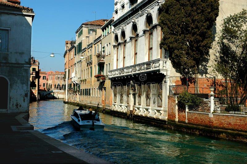 κατά μήκος των οδών Βενετία σειράς στοκ εικόνα
