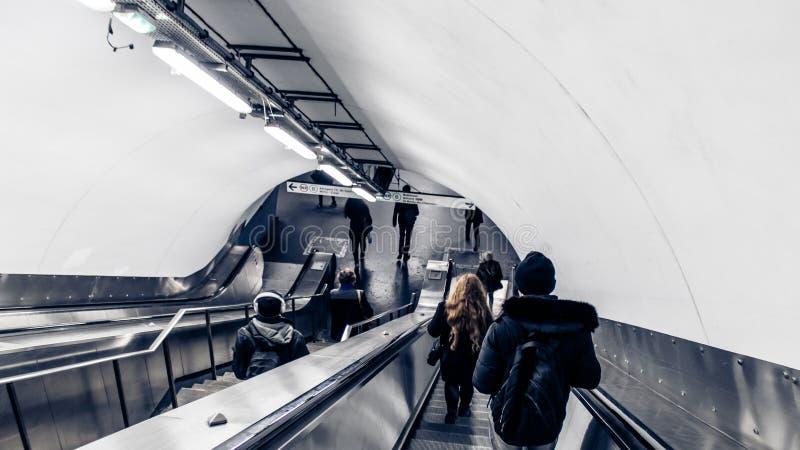 Κατά τη διαδρομή, σταθμός μετρό στοκ φωτογραφία