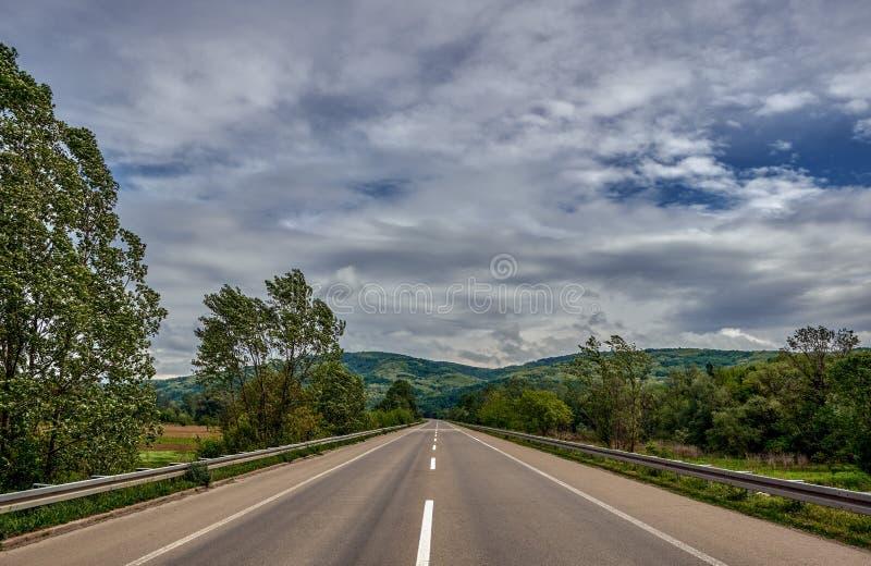 Κατά τη διαδρομή στην εθνική οδό στοκ εικόνες με δικαίωμα ελεύθερης χρήσης