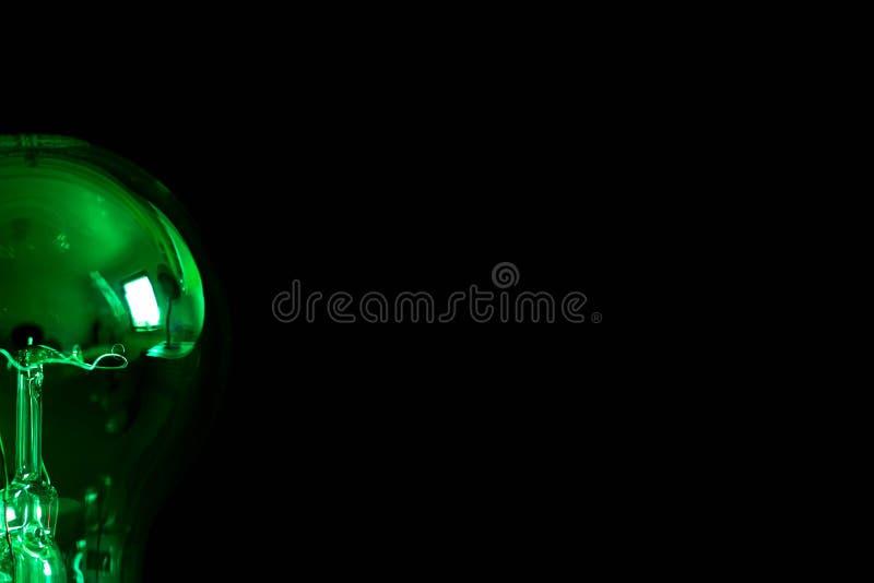 Κατά το ήμισυ πράσινος στενός επάνω πυροβολισμός λαμπών φωτός του Edison στοκ εικόνες
