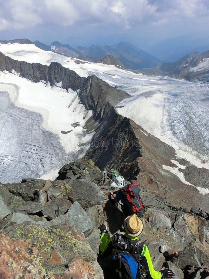Κατέβασμα ενός βουνού στις Άλπεις Stubai στοκ εικόνα με δικαίωμα ελεύθερης χρήσης