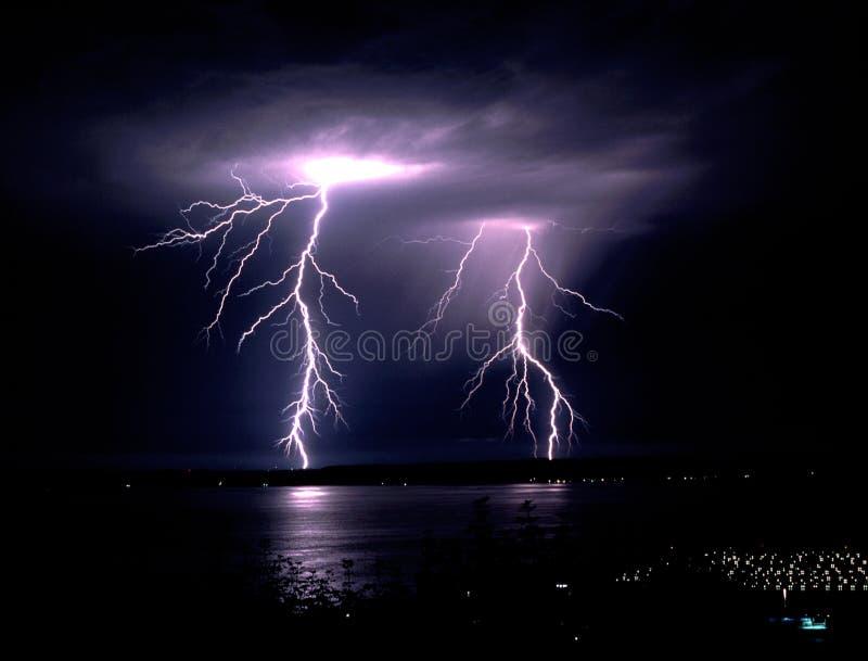 Καταιγίδα πτώσης αργά - απεργία Puget ο υγιής Elliot αστραπής νύχτας στοκ φωτογραφία με δικαίωμα ελεύθερης χρήσης