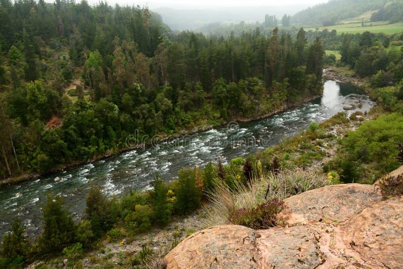 κατακόρυφος ποταμών πανοράματος βουνών 3 εικόνων hdr στοκ φωτογραφίες