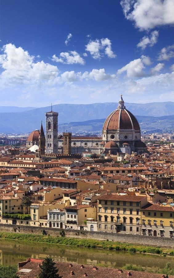Κατακόρυφος Duomo στεγών πόλεων της Φλωρεντίας στοκ φωτογραφίες