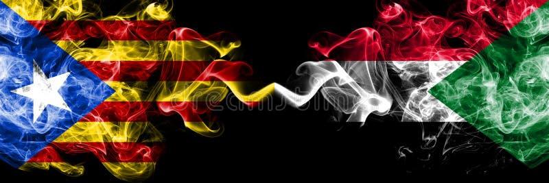 Καταλωνία εναντίον του Σουδάν, σουδανέζικες σημαίες καπνού που τοποθετούνται δίπλα-δίπλα Πυκνά χρωματισμένες μεταξωτές σημαίες κα στοκ εικόνες