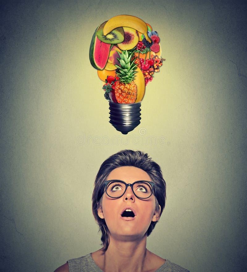 Κατανάλωση της υγιούς έννοιας ακρών ιδέας και διατροφής στοκ εικόνες