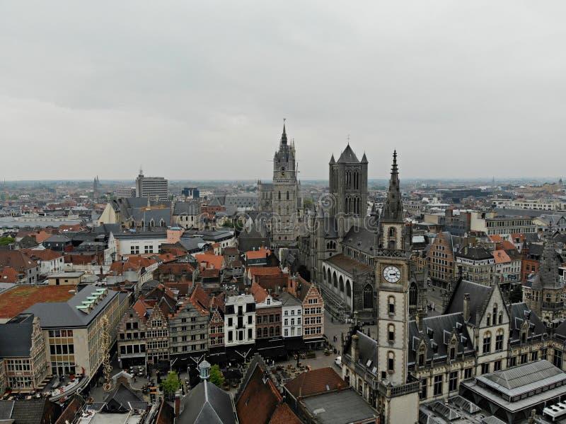 Καταπληκτική άποψη άνωθεν Μικρή και άνετη πόλη Gent Μεσαιωνική ιστορία γύρω από σας Πρέπει να δείτε για όλο τον εξερευνητή Άποψη  στοκ εικόνες