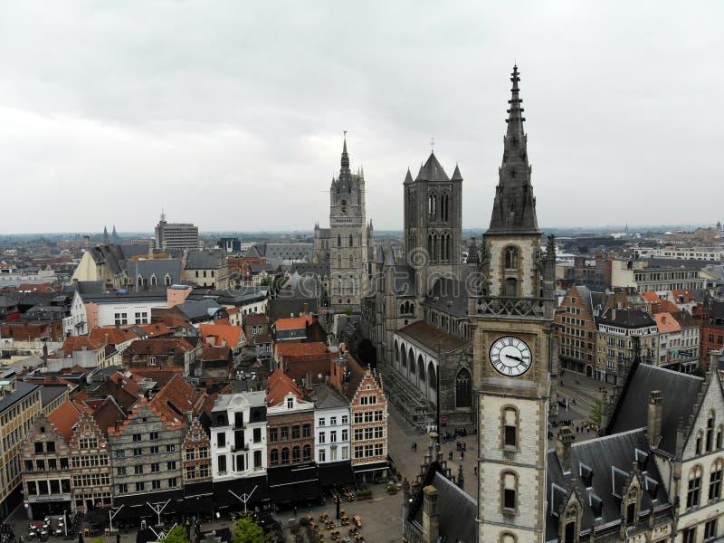 Καταπληκτική άποψη άνωθεν Μικρή και άνετη πόλη Gent Μεσαιωνική ιστορία γύρω από σας Πρέπει να δείτε για όλο τον εξερευνητή Άποψη  στοκ φωτογραφία με δικαίωμα ελεύθερης χρήσης