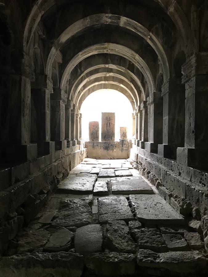 Καταπληκτική άποψη σχετικά με τις αρμενικές αρχαίες διαγώνιες πέτρες, khacqars Μοναστήρι Sanahin σύνθετο στοκ φωτογραφίες