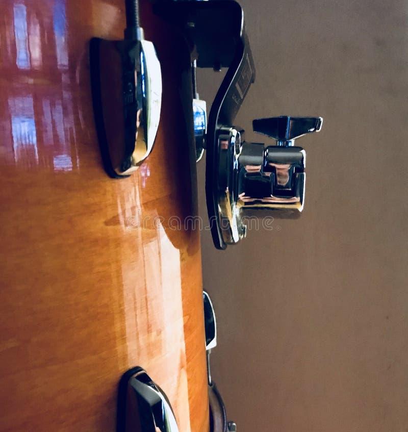 Καταπληκτική μεγάλη αφηρημένη άποψη της πλευράς κοχυλιών τυμπάνων εξαρτήθηκα σύστημα αναστολής, άποψη κινηματογραφήσεων σε πρώτο  στοκ φωτογραφία με δικαίωμα ελεύθερης χρήσης