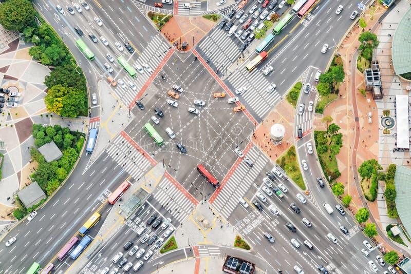 Καταπληκτική τοπ άποψη της οδικής διατομής στη Σεούλ, Νότια Κορέα στοκ εικόνα με δικαίωμα ελεύθερης χρήσης