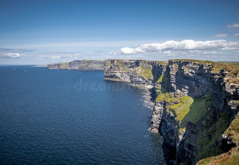 Καταπληκτικοί απότομοι βράχοι Moher στην ιρλανδική δυτική ακτή στοκ εικόνες