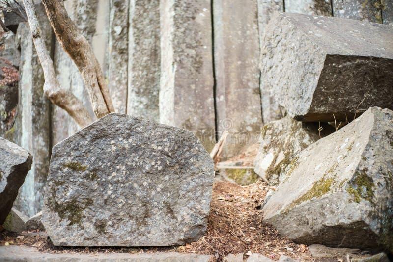 Καταπληκτικοί φυσικοί πενταγωνικοί φραγμοί των πετρών στοκ φωτογραφία με δικαίωμα ελεύθερης χρήσης