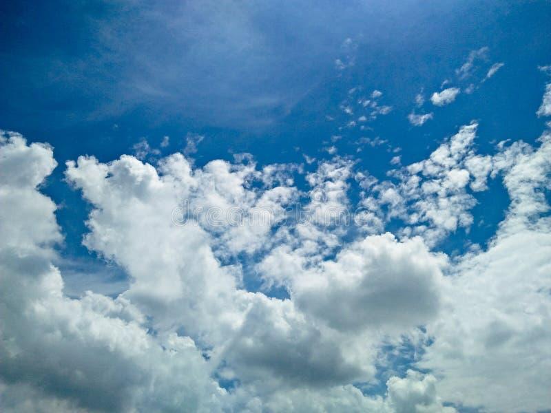 Καταπληκτικός νεφελώδης ουρανός στοκ εικόνες