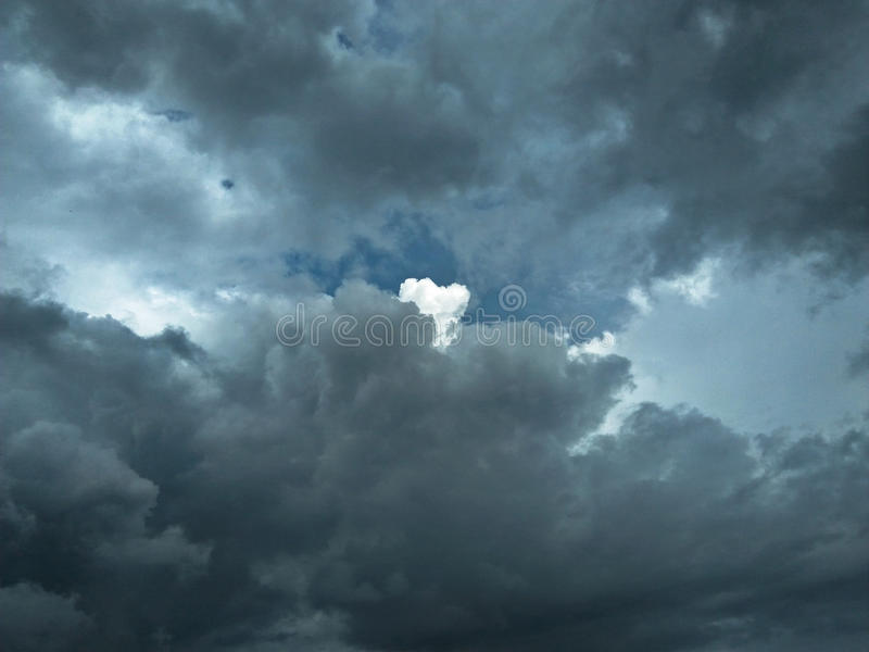 Καταπληκτικός νεφελώδης ουρανός στοκ φωτογραφίες