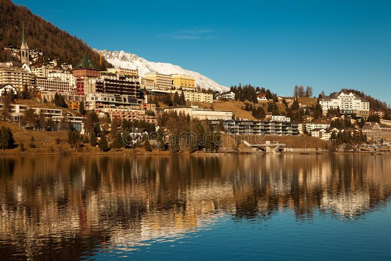 Καταπληκτικό τοπίο βουνών από το ST Moritz, Ελβετία στοκ εικόνα