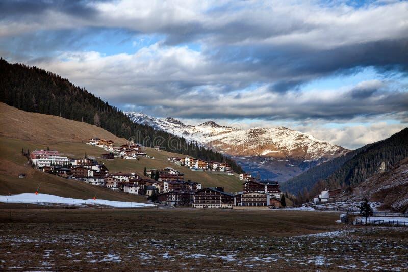 Καταπληκτικό τοπίο βουνών από Hintertux, Αυστρία στοκ εικόνες