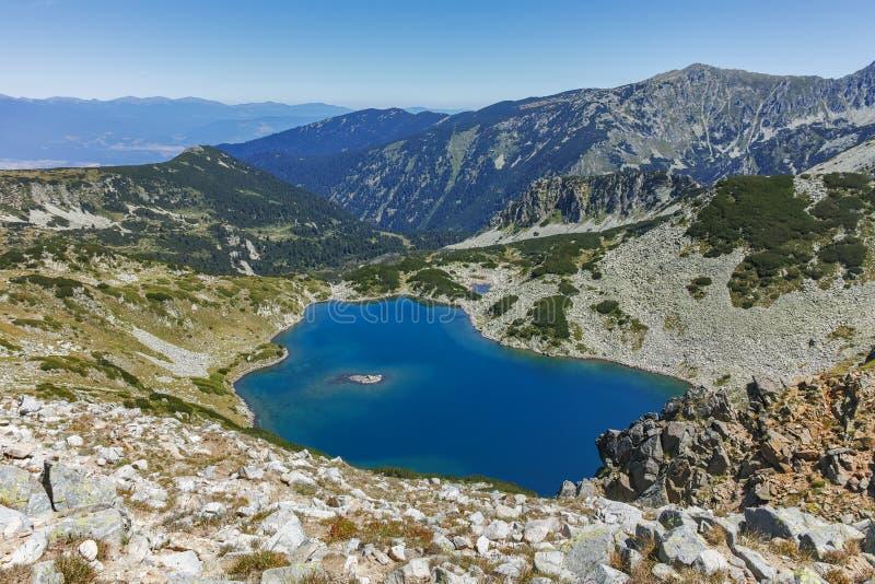 Καταπληκτικό τοπίο με τη λίμνη Tevno Vasilashko, βουνό Pirin στοκ φωτογραφίες με δικαίωμα ελεύθερης χρήσης