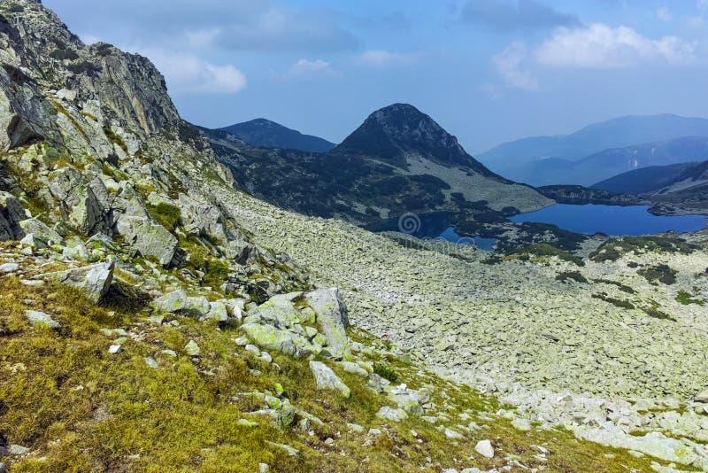 Καταπληκτικό τοπίο με τις λίμνες Gergiyski, βουνό Pirin στοκ φωτογραφία
